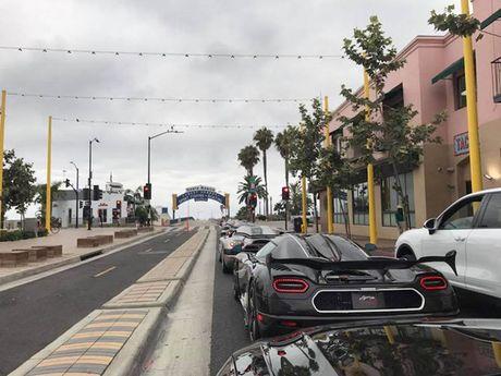 'Ha mieng' xem dan sieu xe Koenigsegg 450 ty dieu pho - Anh 5