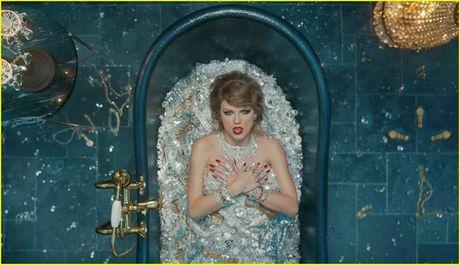 Bon tam chua day kim cuong cua Taylor Swift la that hay gia? - Anh 1