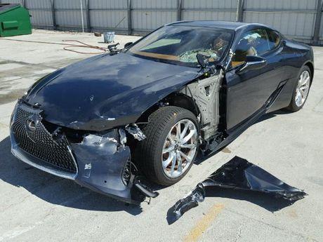 Xe sang Lexus LC500 2018 tan nat sau khi gap nan - Anh 2