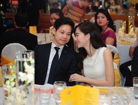 Trong dan Hoa hau Viet, Thu Thao kieu hanh noi chuyen yeu - Anh 1