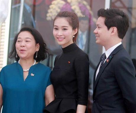 Trong dan Hoa hau Viet, Thu Thao kieu hanh noi chuyen yeu - Anh 2