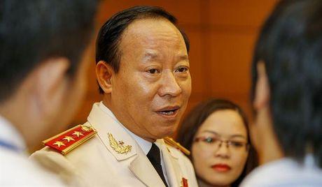 Tuong Le Quy Vuong: 'Trong cac vu an deu co chuyen cam tien di chia cho no, cho kia' - Anh 1