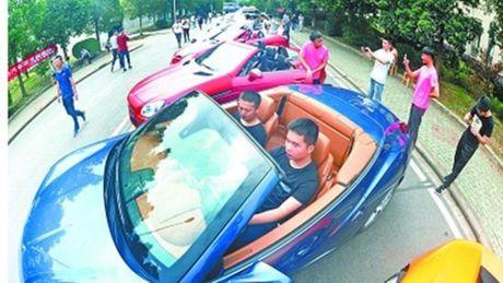 Trung Quoc: Mua hon 20 sieu xe cho sinh vien hoc thao rap - Anh 1