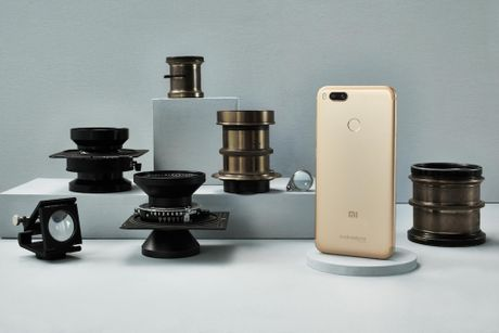 Xiaomi ra mat smartphone cau hinh y het Bphone, gia 5,3 trieu dong - Anh 1