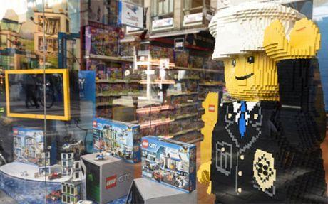 Doanh thu sut giam, Lego sa thai hang nghin nhan vien - Anh 1