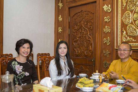 Ly Nha Ky roi nuoc mat noi chuyen ve cha truoc hang tram Phat tu - Anh 1