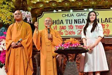 Ly Nha Ky roi nuoc mat noi chuyen ve cha truoc hang tram Phat tu - Anh 5