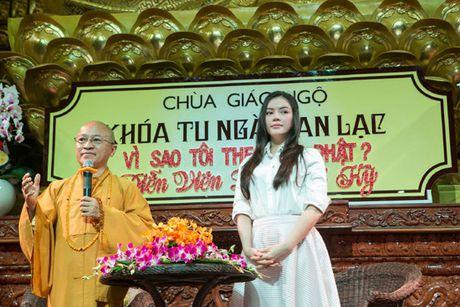 Ly Nha Ky roi nuoc mat noi chuyen ve cha truoc hang tram Phat tu - Anh 6