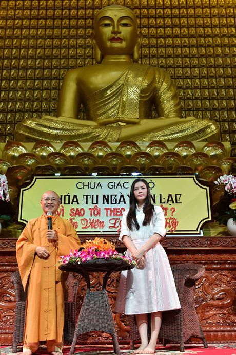 Ly Nha Ky roi nuoc mat noi chuyen ve cha truoc hang tram Phat tu - Anh 8