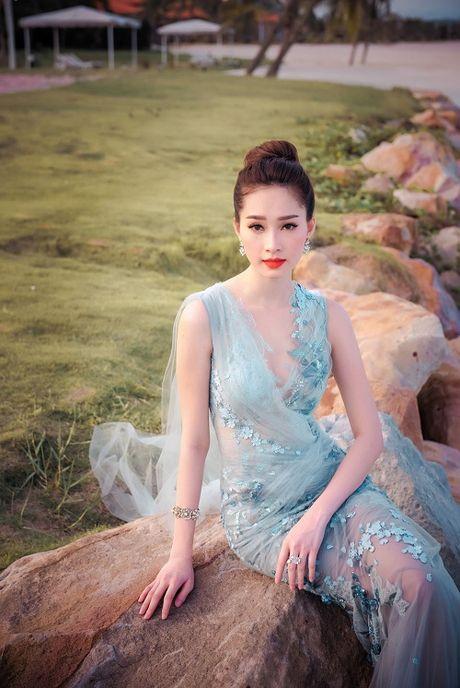 Hanh trinh nhan sac hoa hau Thu Thao tu khi dang quang den khi ket hon - Anh 14