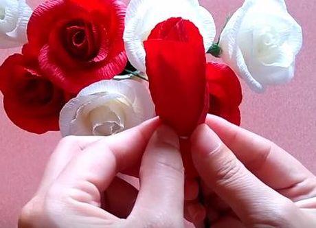 Cach lam hoa hong bang giay rang ro nhu hoa that - Anh 2