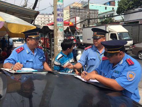 Ngoai 4 loi nay, thanh tra giao thong khong duoc dung xe 'nghi' vi pham - Anh 1
