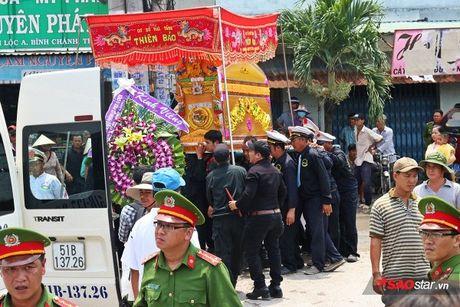 Nghẹn ngào lễ tang đưa chiến sĩ cứu hỏa về nơi an nghỉ: 'Đừng mang ba con đi, để ba con ngủ'