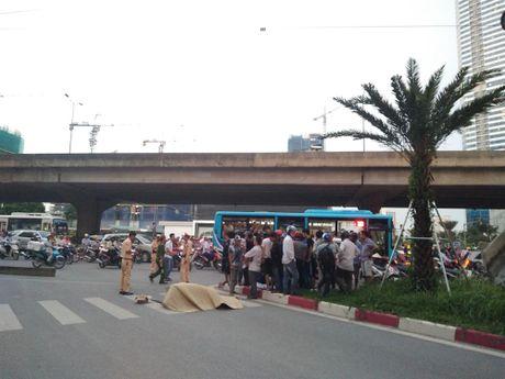 Thuong tam co gai tre bi xe bon can tu vong o nga tu Keangnam - Anh 2