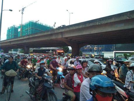 Thuong tam co gai tre bi xe bon can tu vong o nga tu Keangnam - Anh 3