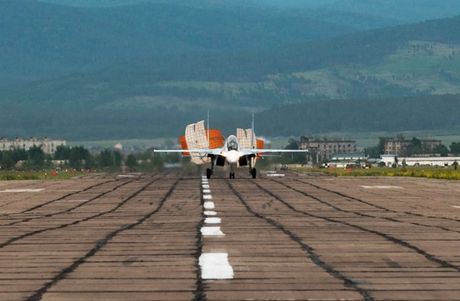 Su-27 'tai dau' F-15, ke tam lang nguoi nua can - Anh 10
