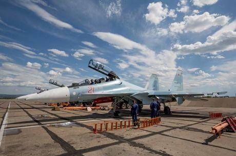 Su-27 'tai dau' F-15, ke tam lang nguoi nua can - Anh 1
