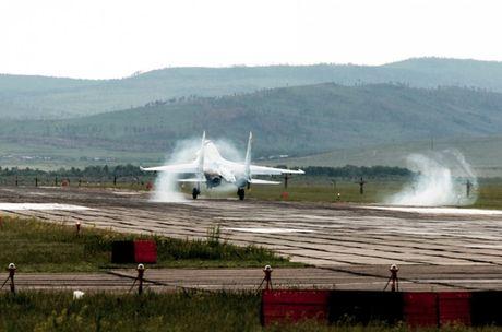Su-27 'tai dau' F-15, ke tam lang nguoi nua can - Anh 7