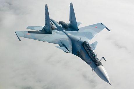 Su-27 'tai dau' F-15, ke tam lang nguoi nua can - Anh 9