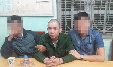 Hon 250 can bo chien sy vay bat tu tu tron trai Nguyen Van Tinh trong dem mua - Anh 1