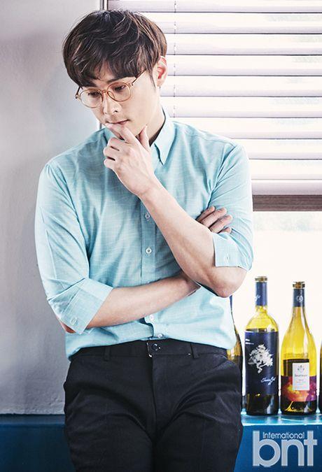 """Khong phai Song Joong Ki, """"Ban trai quoc dan"""" lai la nguoi dan ong hoan toan khac - Anh 9"""