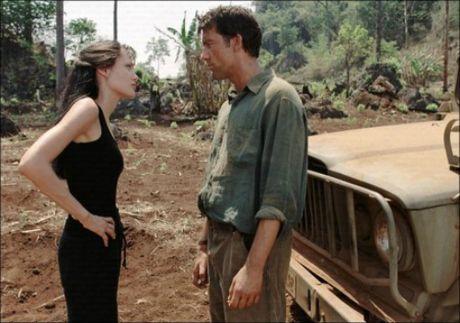Angelina Jolie giup Namibia thanh diem nong du lich sau mot dem - Anh 1