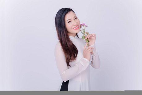 Ca si Bui Thuy thuc trang dem lam MV ve mien Trung - Anh 1