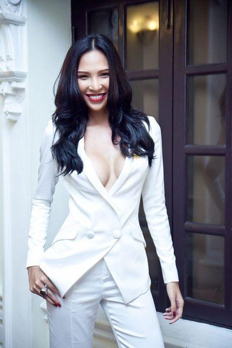 Ky Duyen, Angela Phuong Trinh lai quen noi y khi mac vest - Anh 11