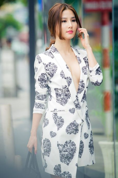Ky Duyen, Angela Phuong Trinh lai quen noi y khi mac vest - Anh 13