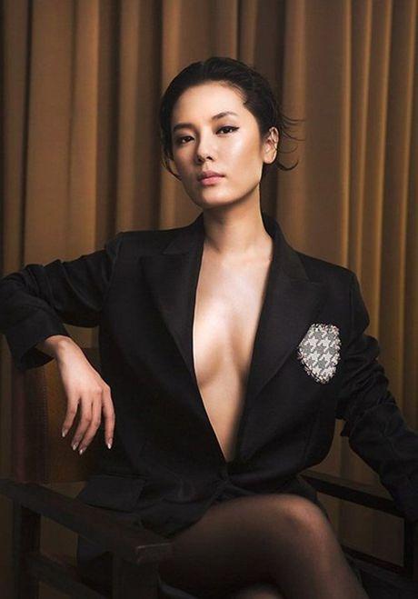 Ky Duyen, Angela Phuong Trinh lai quen noi y khi mac vest - Anh 19