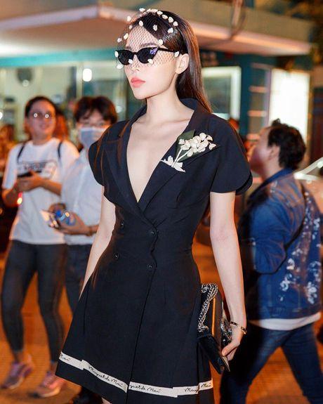 Ky Duyen, Angela Phuong Trinh lai quen noi y khi mac vest - Anh 2