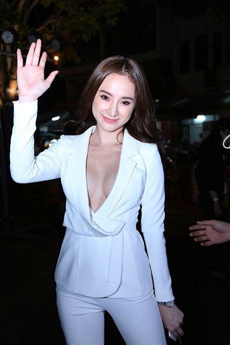 Ky Duyen, Angela Phuong Trinh lai quen noi y khi mac vest - Anh 4