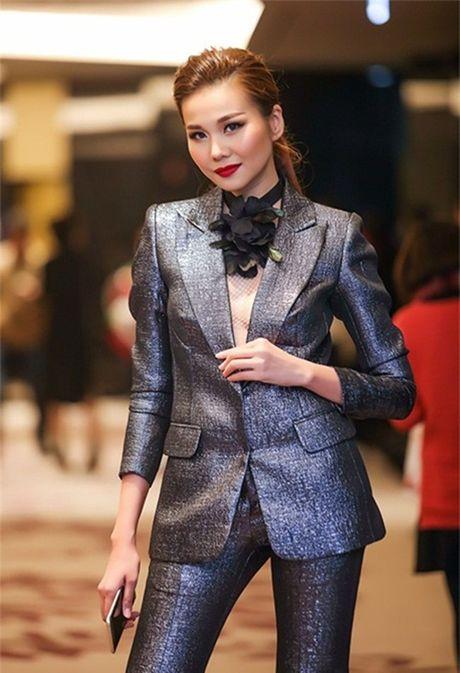 Ky Duyen, Angela Phuong Trinh lai quen noi y khi mac vest - Anh 6
