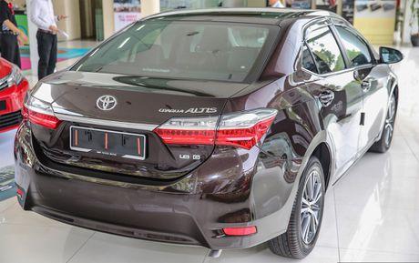 Toyota Corolla Altis 2017 gia giam van cao hon doi thu - Anh 5