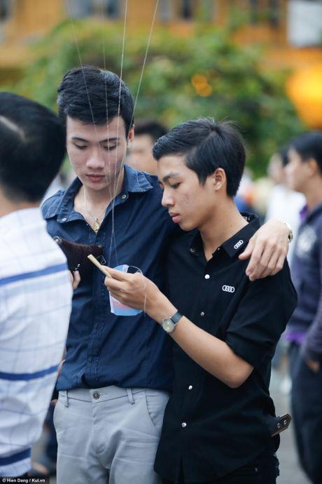 Sai Gon: Mau cau vong ngap tran pho di bo trong ngay hoi LGBT - Anh 16