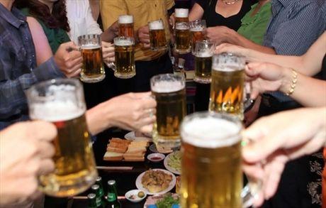 Khung khiep van phong chi dam nguoi chi 2,6 ty tien bia, 1,2 ty tien van phong pham - Anh 1