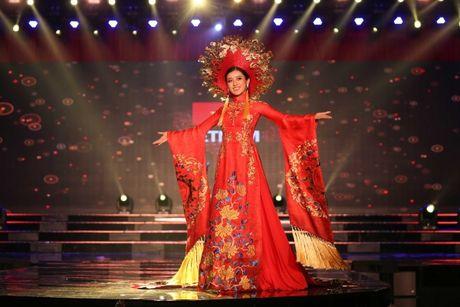A hau Huyen My long lay trong phan thi Trang phuc dan toc tai Miss Grand International 2017 - Anh 2