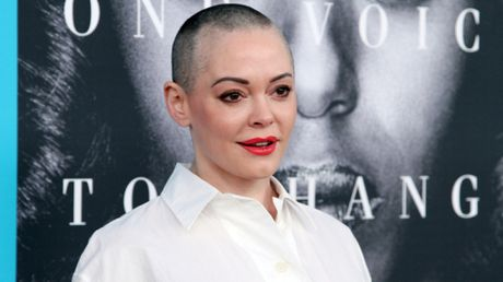Twitter khoa tai khoan cua Rose McGowan vi scandal Harvey Weinstein - Anh 2