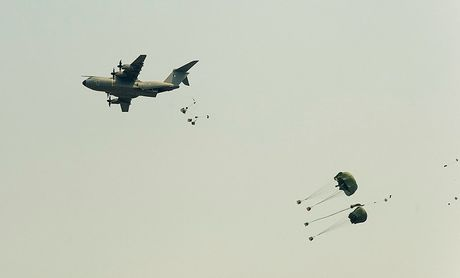 On troi: Sau 52 nam C-130 da tim duoc ke 'noi doi' - Anh 6