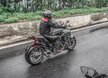 "Ducati Diavel Carbon ""full option"" sieu chat cua biker Viet - Anh 4"