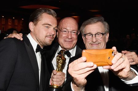 Gianh tuong vang Oscar, Leonardo DiCaprio pha vo ky luc Twitter - Anh 1