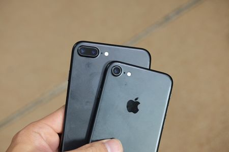 iPhone 7 Plus mau bac, mau den nham da ve Viet Nam - Anh 19