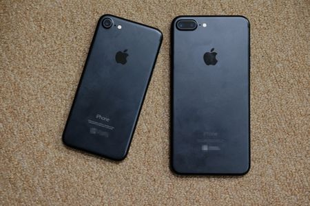 iPhone 7 Plus mau bac, mau den nham da ve Viet Nam - Anh 1