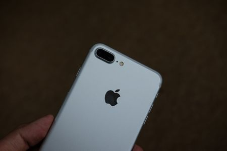iPhone 7 Plus mau bac, mau den nham da ve Viet Nam - Anh 7