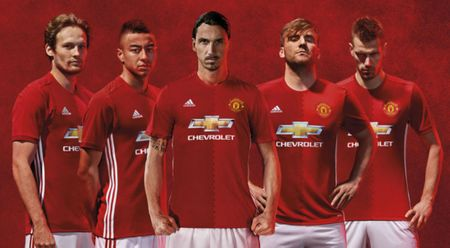 Vuot mat Real, Manchester United tro thanh CLB giau nhat the gioi - Anh 1