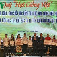 Tng 1.000 sut hc bng cho hc sinh nghèo hiu hc khu vc Tây Bc