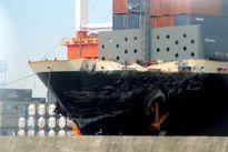 Tàu khu trục Mỹ va chạm tàu hàng do phớt lờ cảnh báo?