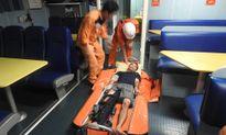 Gặp nạn trên biển, ngư dân bị gãy cả 2 tay, chân