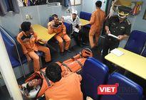 Điều tàu SAR 412 ra biển cứu ngư dân bị nạn gãy tứ chi do tời cuốn
