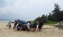 Người dân Quảng Trị 'chạy đua' ứng phó trước giờ bão số 10 đổ bộ